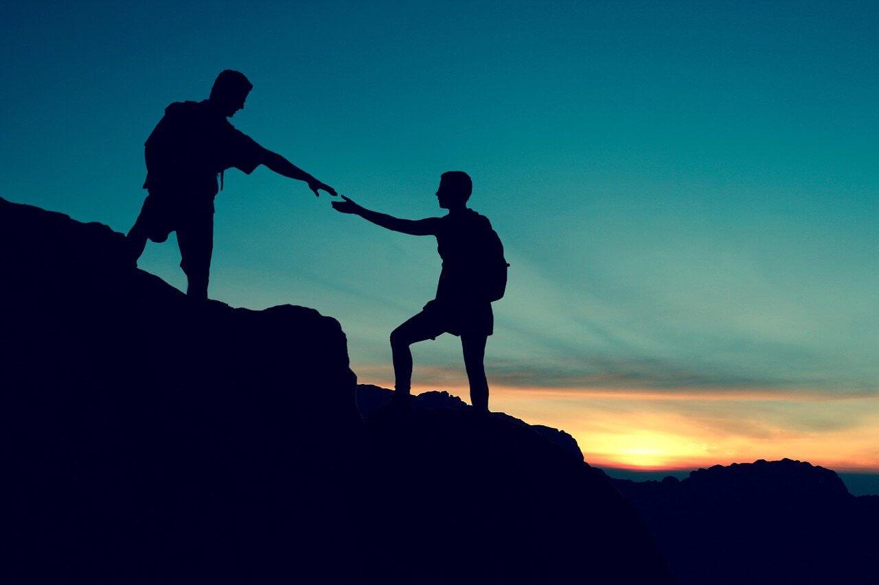 Gemeinsam Berg erklimmen